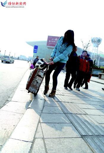潍坊火车站排队超12米
